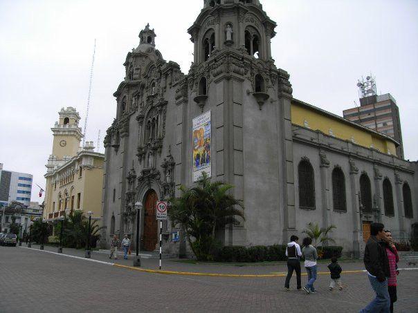 Catholics surround Peru church with prayer as feminist mob threatens desecration