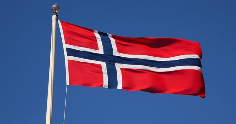 Bed and Breakfast Receives Hate Mail, Removes Flag After Locals Confuse Norway Flag With Confederate Flag