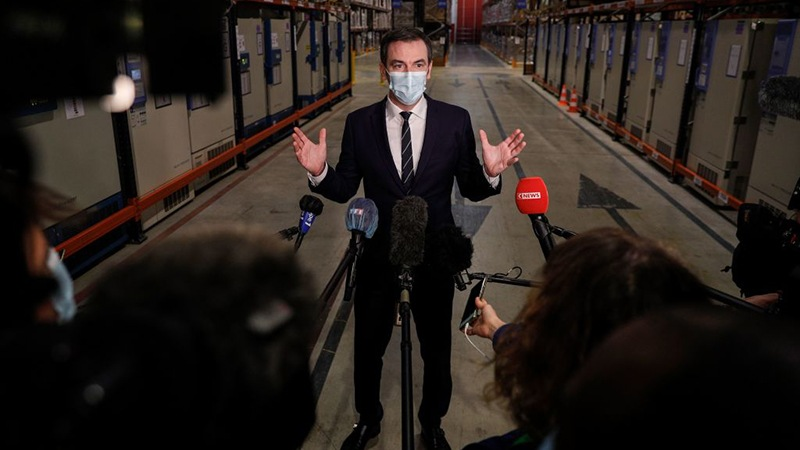 France forced to postpone 'health dictatorship' vaccine legislation