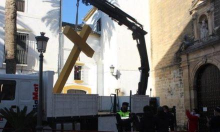 COMMUNIST POLITICIANS REMOVE CROSSES IN SPAIN