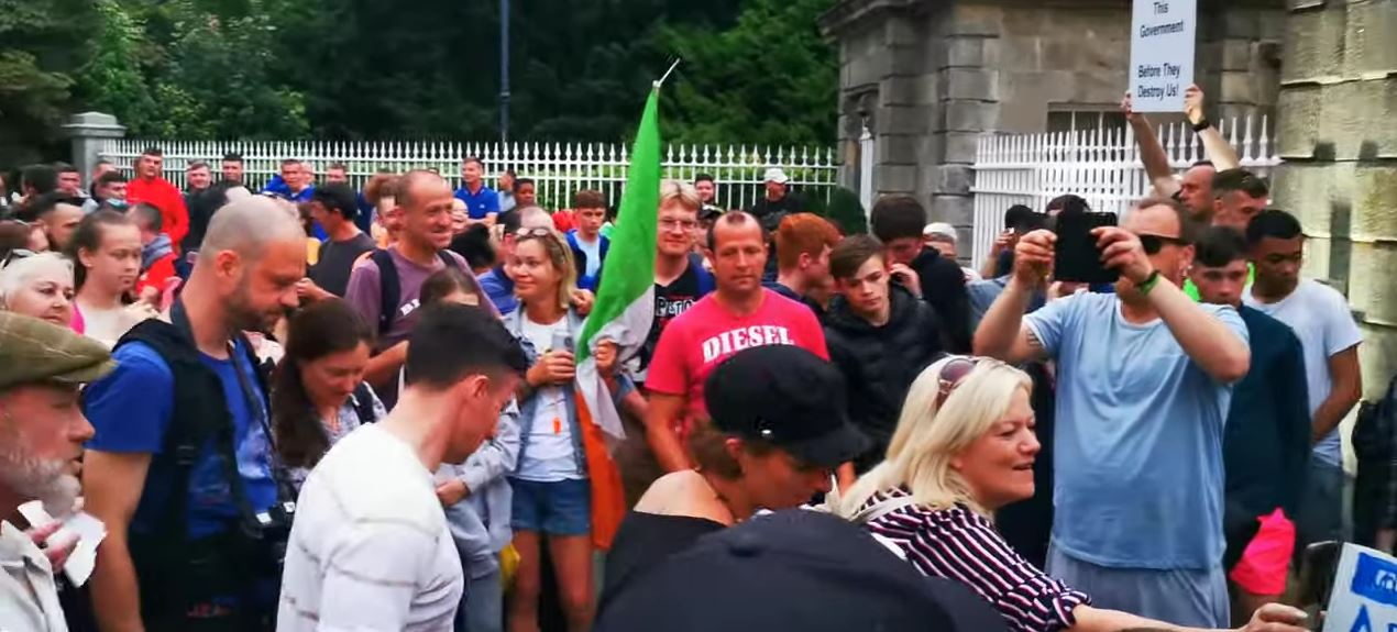 Went to an oul Sing Song in the Park on Thursday. Beware the Risen People. 🇮🇪